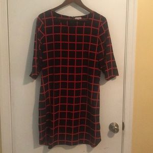 Gap color block dress with mid length sleeves.